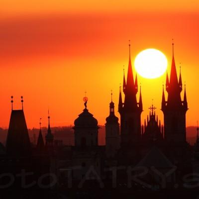<b>Praha</b> <br><br>Je len pár dni v roku, kedy sa dá takéto niečo nafotiť. Skúšal som to 6 rokov, kým som žil v Prahe.