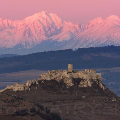 <b>Spišský hrad</b> <br><br> ... je to notoricky známe miesto, no i napriek tomu ma tam baví chodiť a i keď mnohokrát ani nevytiahnem foťák, tak naberiem energiu z týchto dvoch symbolov Slovenska