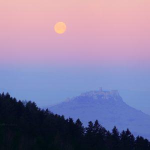 Spišský hrad s mesiacom