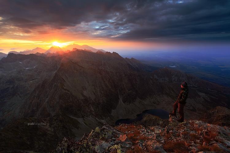 vychádzajúce slnko nad Tatrami - pohľad z Kriváňa
